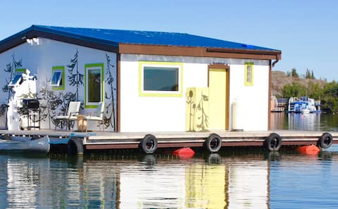 Mo's Houseboat B&B: SunRise Suite