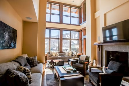 Stowe Mountain Club 4 BR Duplex ski in/out