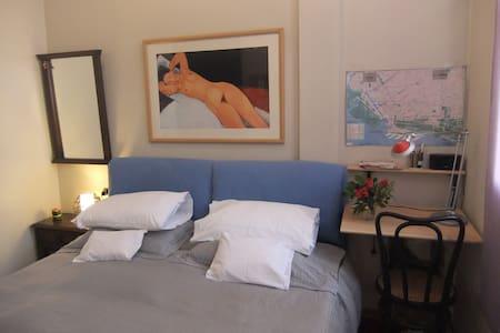 Cómoda habitación cama matrimonial y baño en suite