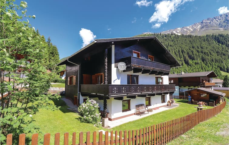 Holiday cottage with 10 bedrooms on 286m² in Sankt Sigmund