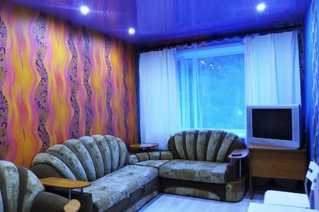 Квартиры с посуточной оплатой в Снежинске - Snezhinsk - 公寓