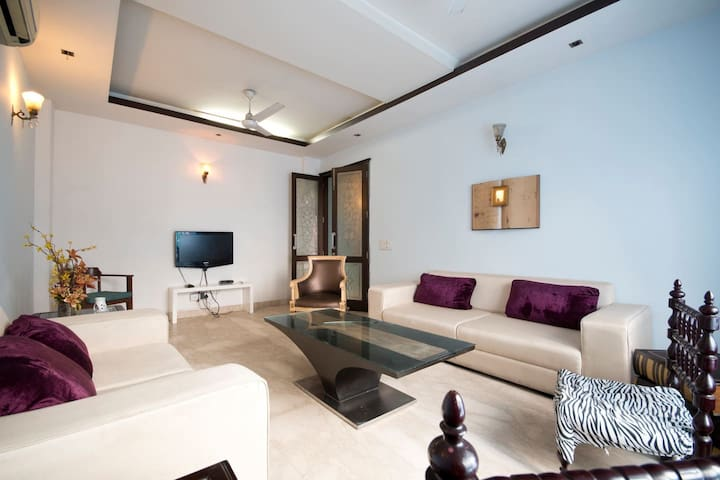 Furnished Studio Boutique: 3BD+DD - Nueva Delhi - Apartamento