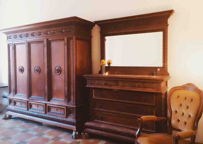 """""""Sweet old  Room"""" at the heart of Historic Center"""