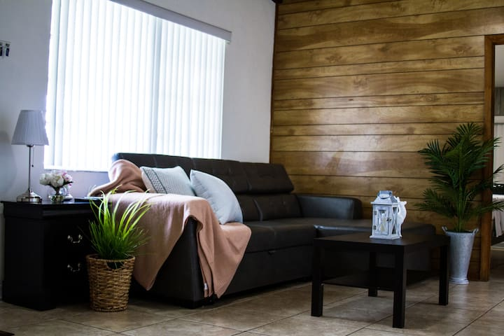 Cozy House close to the Beach and Downtown