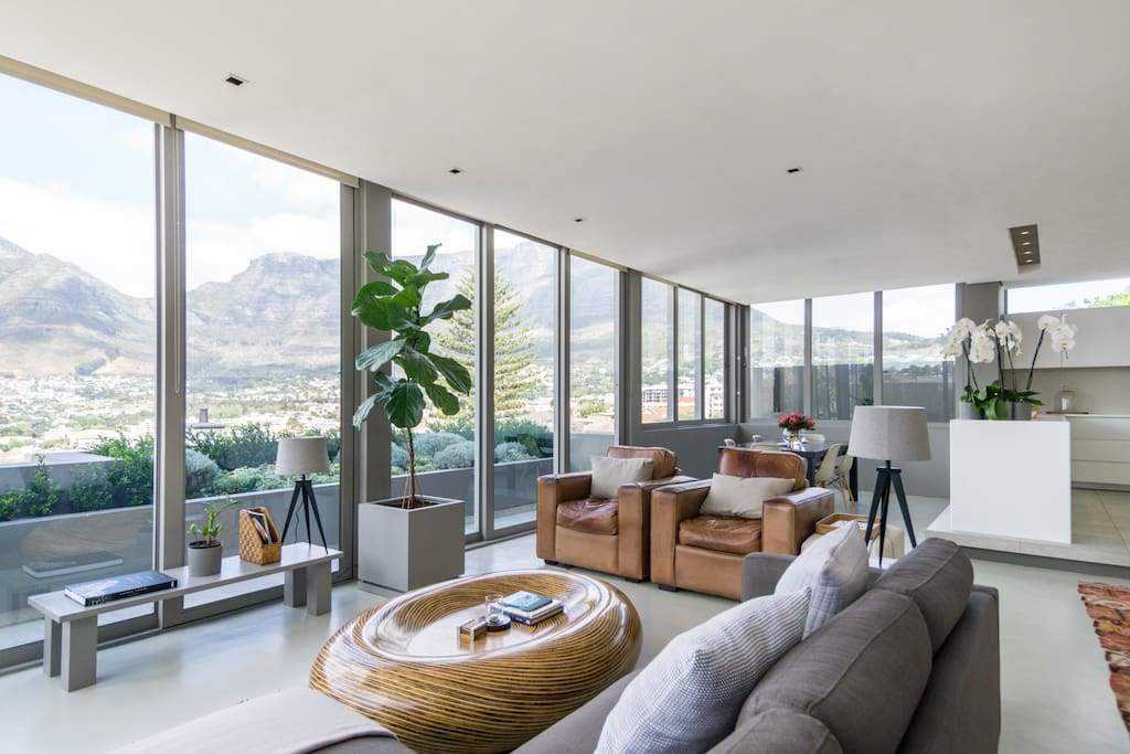 Panoramic view of Table Mountain from your open-plan living and dining area