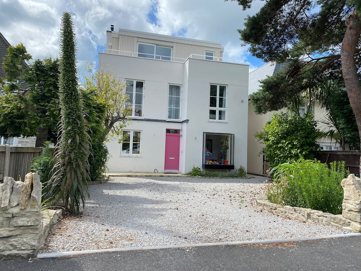 Stunning Sandbanks Family Home minutes from beach
