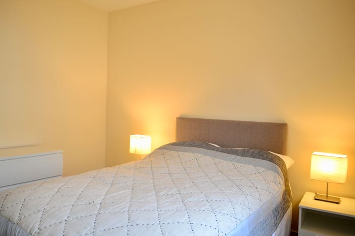 Modern 2bd Home - 5 Mins to City Centre - Sleeps 4