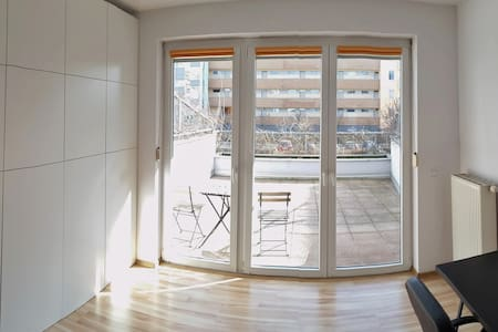 Spacious apartment. Large TERRACE. Well commuted. - 弗罗茨瓦夫(Wrocław) - 公寓