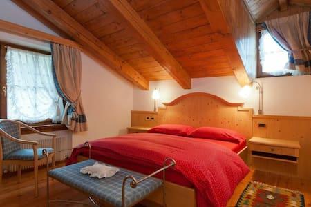 Affascinante appartamento - Cortina d'Ampezzo - Apartment