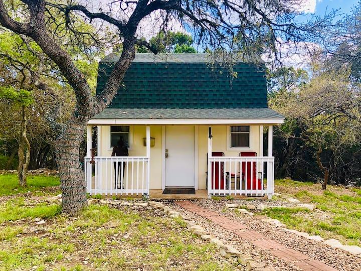 Oak Crest Haus between New Braunfels & Canyon Lake