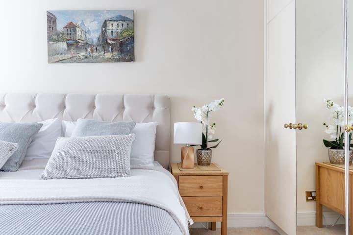 Park Lane Apartments - 2 Bedroom Premier Apartment