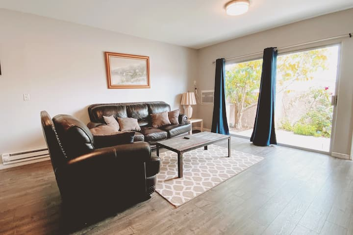 🏖Beach 10 min away 2bed1ba apt with AC/parking 🌞