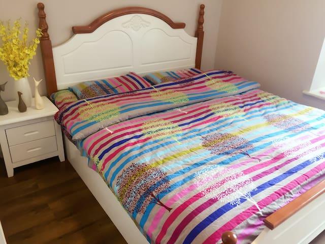 单间卧室·带飘窗,极地海洋世界门口 - 成都 - บ้าน