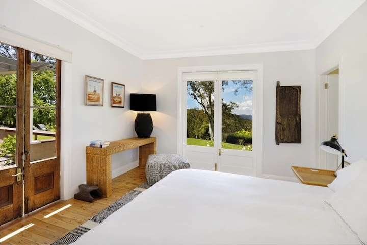"NEW LISTING! ""MARTHAGUY"" Tranquil, luxury retreat - Bowral - Haus"