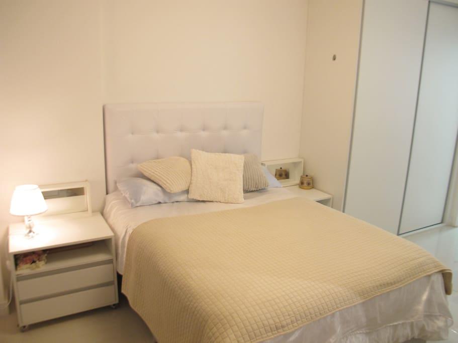 Cama box americana muito comfortável/ Comfortable Eastman Side bed.