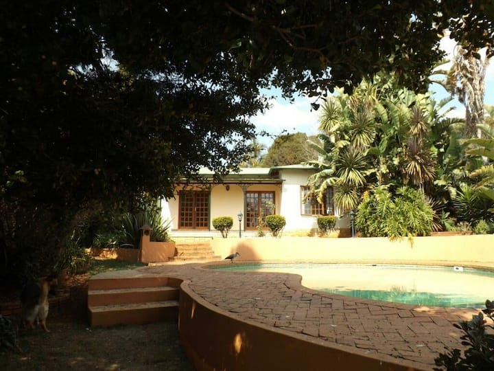 Secluded Garden Cottage. WiFi,  16km from OR Tambo