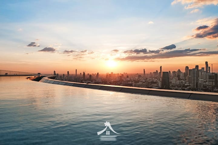 Bangkok Citys Best infinity Pool on floor 42