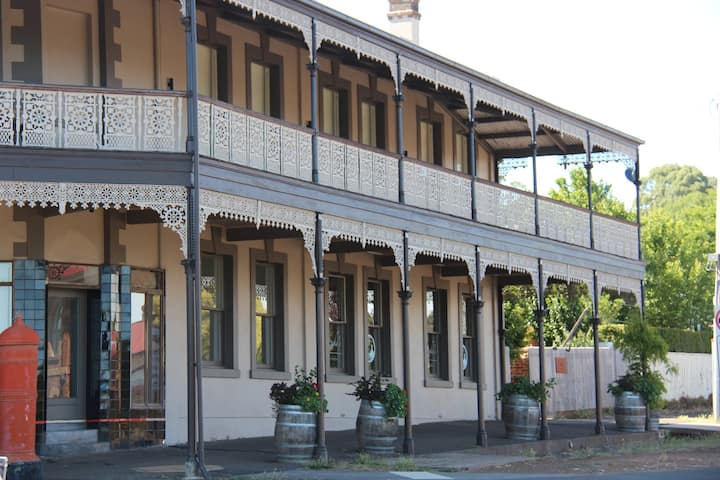 """THE JAMIESON"" IN THE HEART OF DAYLESFORD Est.1860"