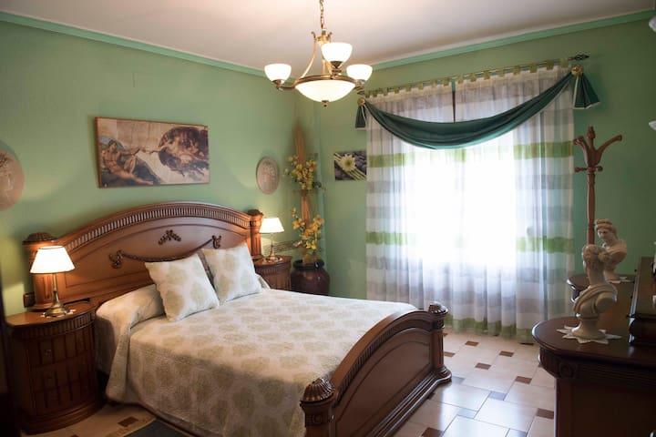 Vivienda con 3 Habitaciones Temáticas en Almagro