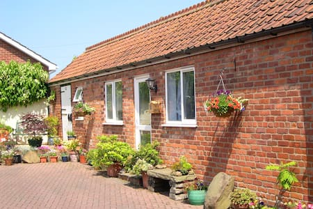 STABLES BED AND BREAKFAST - BEMPTON - Bempton