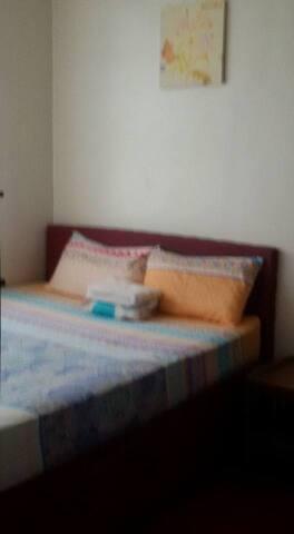 AirBnb in Tagaytay Family Room - Tagaytay - Leilighet