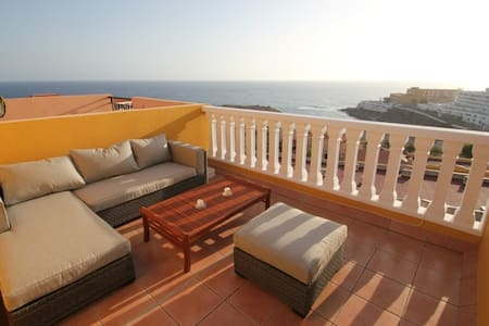 Precious townhouse with stunning sea view - Callao Salvaje