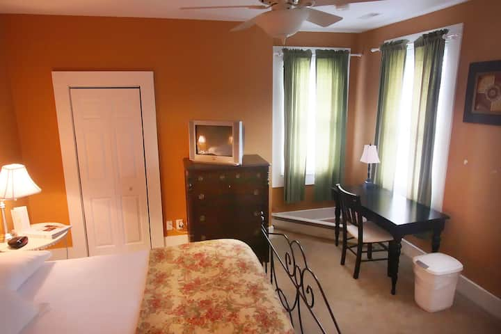 The Jack offers a large king bed on the 2nd floor of the Kent House!