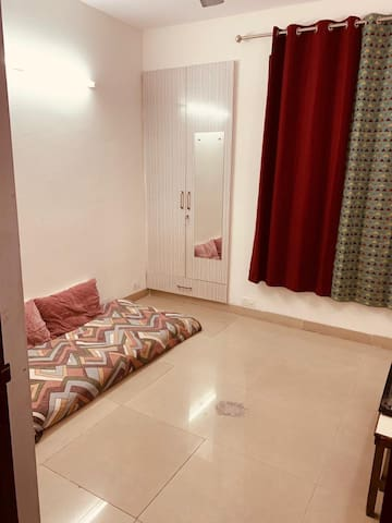 Private Room available in a 2bhk Apartment
