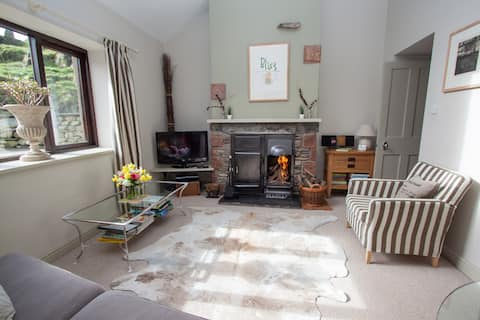 Contemporary yet cosy cottage for 2