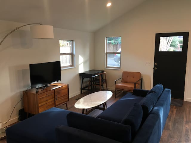 Remodeled Bungalow near Sellwood & Max Line! - Milwaukie