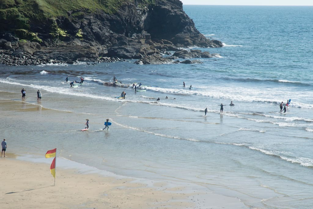 Our cottage is literally one minute from the beautiful Poldhu Cove which is a fabulous family beach with great amenities. It offers expansive golden sand stretching across the cove, great beach cafe open 363 days a year and lifeguards in high season.