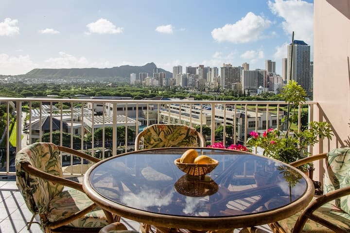 Private Room with Diamond Head View and Breakfast