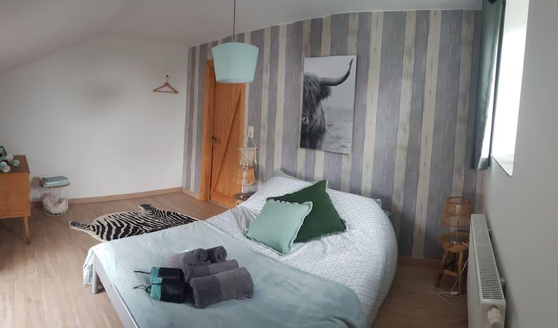 Chambre 2. Lit 140cm