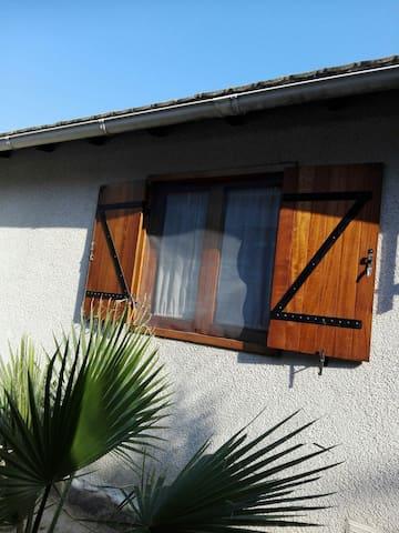 Habitación en casa con terreno entre mar y montaña