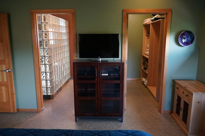 Guest Bedroom - view from bed facing north (closet & ensuite bath w/custom shower)