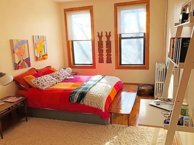 Sunny & Cozy Double Bedroom with private entrance