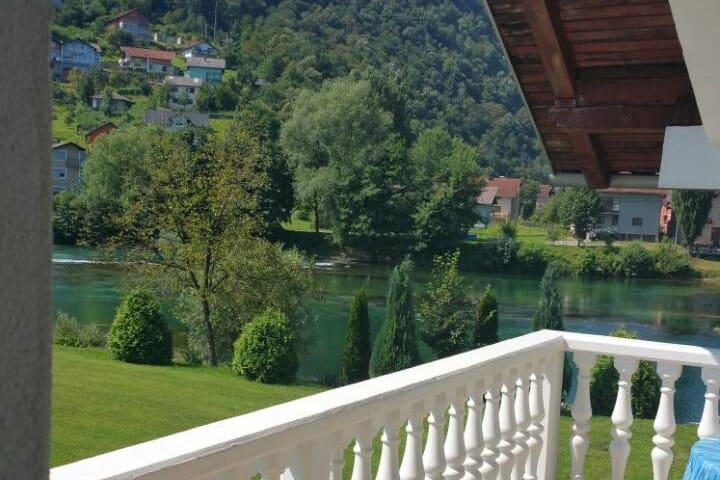 House Una View