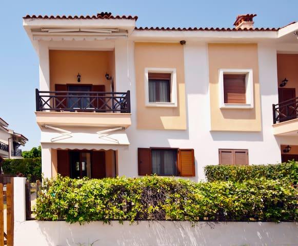 Armonia Apartment - 60 m from the beach