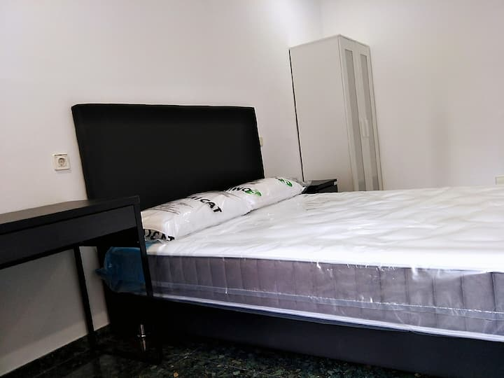 Comfortable room with a large double bed 8号