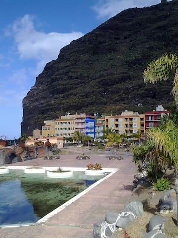 Puerto de Tazacorte - Edificio Azul paseo peatonal