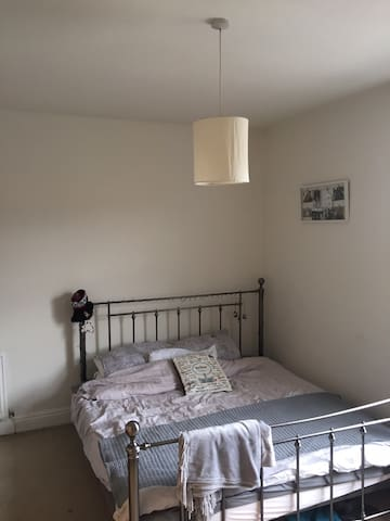 Super kingside bedroom
