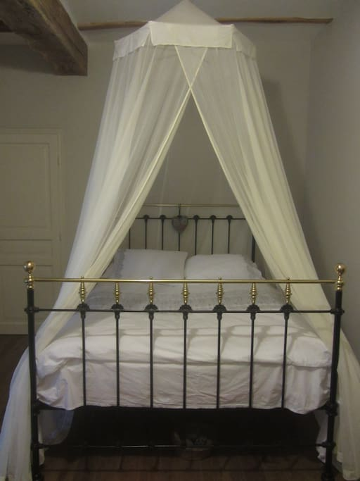 The room is 13m2. Quality cotton bedlinen and mosquito net canopy giving an air for romance.