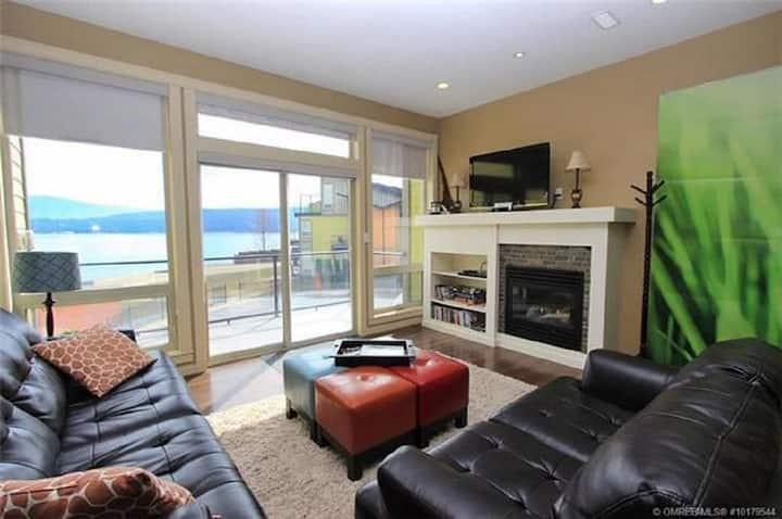 Shuswap Lakeside Retreat - Shuswap Vacations and Sledding Accommodation