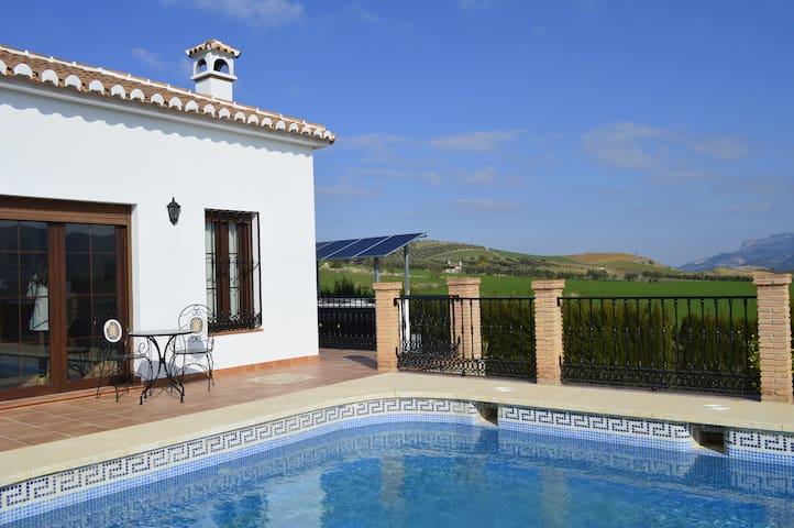 Private Villa, Pool and Garden nr Caminito del Rey