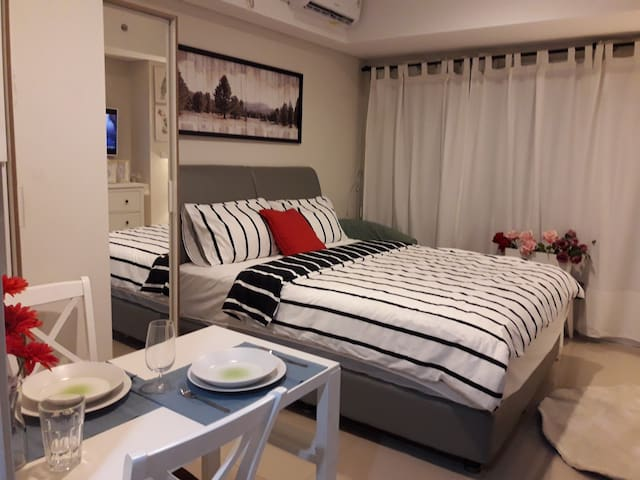 You can ask the colour of bed linen. We provide it for you as long it's available