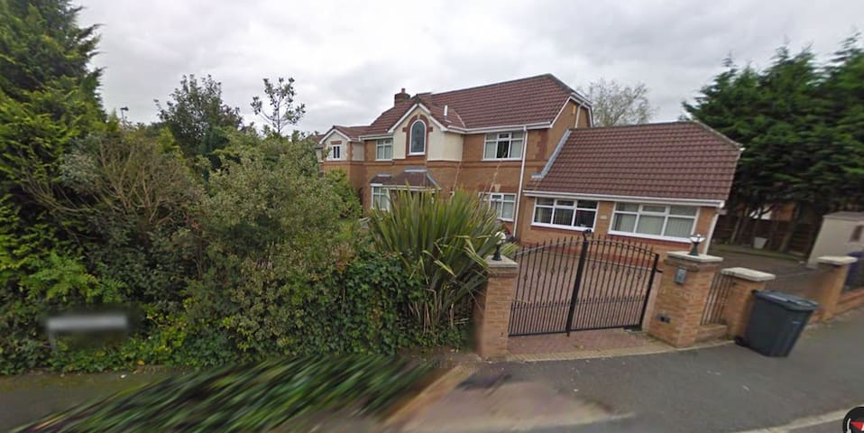 Spacious executive detached home Room Double 2 - Radcliffe - Dom