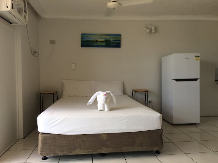 Clean and Spacious Apartment-Free Unlimited Wifi