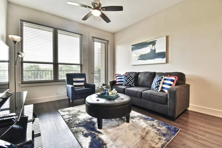 Modern Suite on Katy Trail with Garage Parking