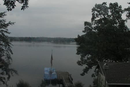 Great Get-a-way Lakefront House - 2 Bdrm/2 Bath