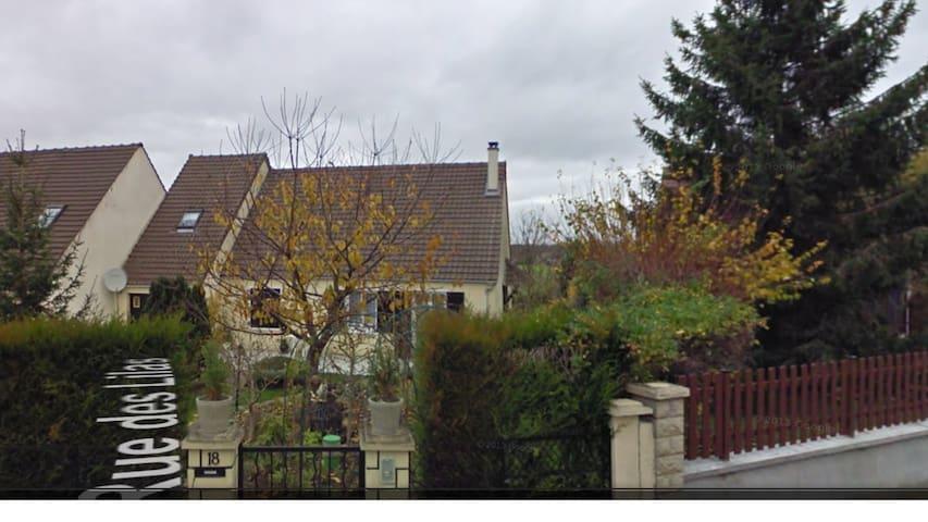 Village bien situé en Seine-et-Marne - Ozouer-le-Voulgis - Rumah